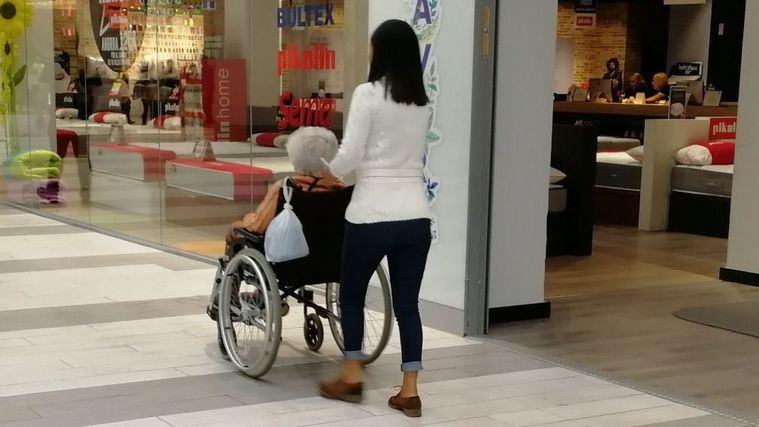 Las personas mayores precisan de una normativa que les proteja del abuso y maltrato