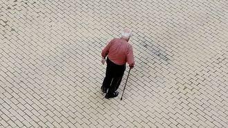 Anciano, dependiente.