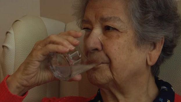 El 77% de las personas mayores reconoce que no bebe la cantidad de líquidos que debiera