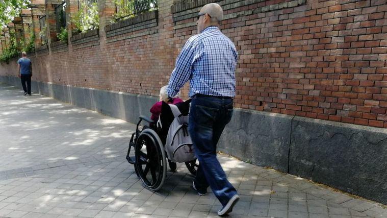 Día del cuidador: el 80% de los cuidadores en España no son profesionales