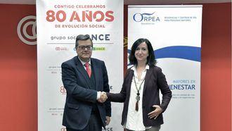 El director general de Fundación ONCE, José Luis Martínez Donoso, y la co-CEO de ORPEA, Asunción Zaragoza.