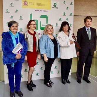 Pilar Rodríguez, presidenta de F. Pilares; Carmen Orte, directora general del IMSERSO; Ana Isabel Lima, secretaria de Estado de Servicios Sociales; Cristina Narbona, que fue responsable de Vivienda; y Juan Sitges, director de F. Caser.