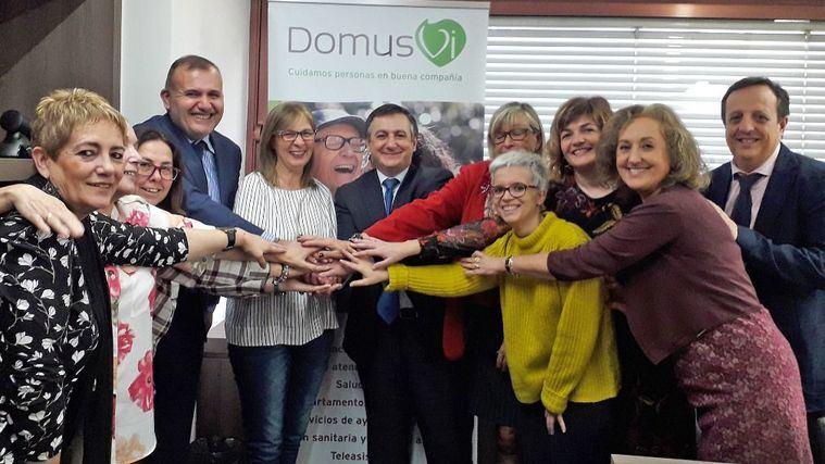 Firma del plan de igualdad de DomusVi con los sindicatos.