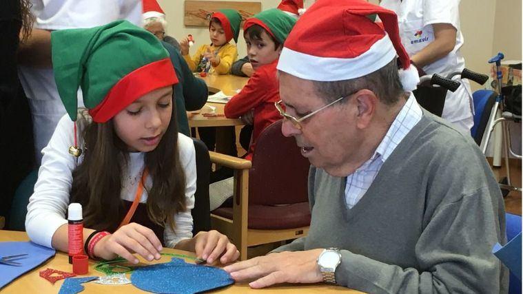 Éxito de los campamentos intergeneracionales de Amavir en Navidad
