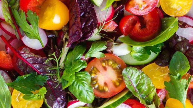 Cómo elaborar y preparar un menú vegano o vegetariano en una residencia