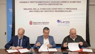 Firma de un acuerdo sanitario entre el Gobierno de Navarra y Lares.