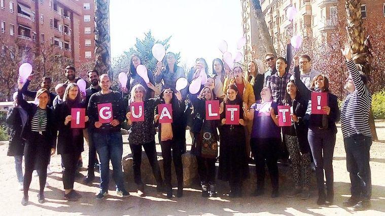 L'Onada Serveis celebra el Día Internacional de la Mujer con una concentración ante los Servicios Centrales