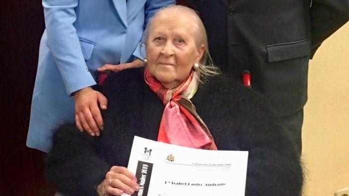 Isabel Castro, residente de Amavir Arganzuela, recibe el premio