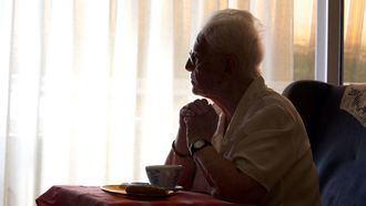 """El 39,8% de las personas más mayores de 65 años presentan soledad emocional, según un informe de """"la Caixa""""."""