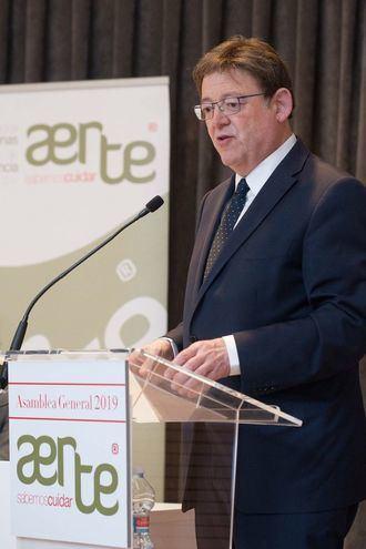 Ximo Puig clausura la asamblea general ordinaria de AERTE.