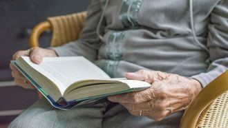 Libros de lectura fácil y eminiscencias para personas con demencia.