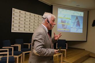 Aitor Pérez explica el informe El Caos de la Dependencia.