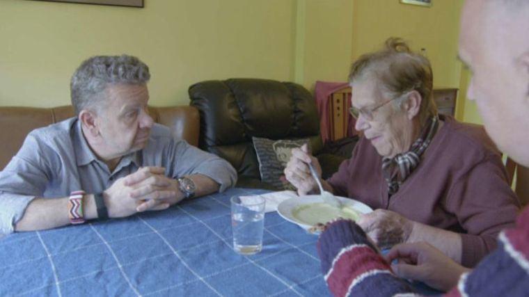 Chicote vuelve a poner en duda la calidad de la comida que se sirve en las residencias de personas mayores