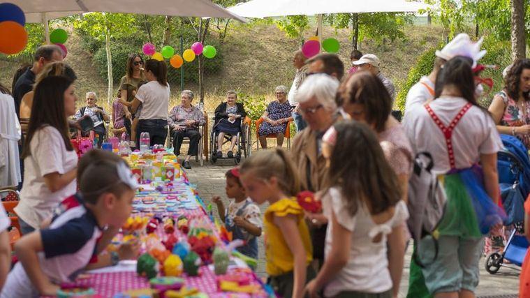 Amavir Alcalá organiza un mercadillo en favor de niños con dificultades económicas