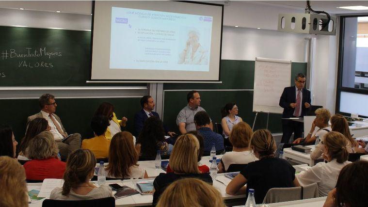 La sede de la Universitas Senioribus CEU en Madrid se lleno para el curso de verano El buen trato a las personas mayores.