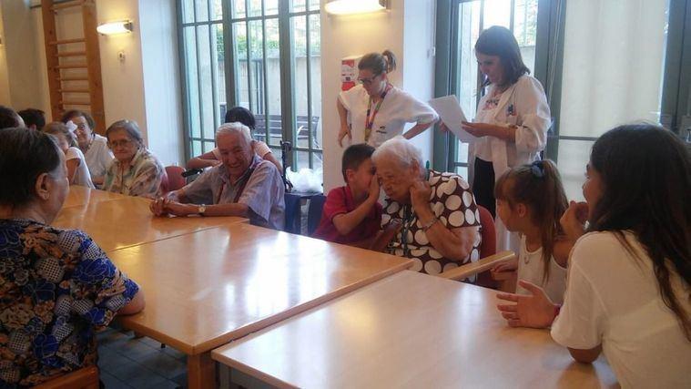 La residencia Amavir Villanueva de la Cañada acoge por primera vez los campamentos intergeneracionales
