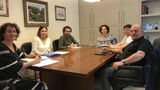 La consejera de Derechos Sociales del Gobierno navarro, Mª Carmen Maeztu, con Lares Navarra.