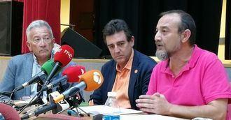 Gustavo García, José Manuel Ramírez y Luis Barriga de la Asociación de Directoras y Gerentes de Servicios Sociales
