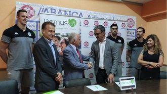 Las residencias de mayores DomusVi y  Ademar firman un acuerdo de colaboración
