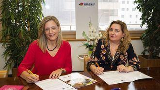 Lourdes Rivera, directora general de Amavir, y Montserrat Civera, directora académica de Planeta de Agostini Formación.