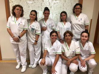 Estudiantes de FP Dual recibiendo formación en un centro de DomusVi en la Comunidad de Madrid.
