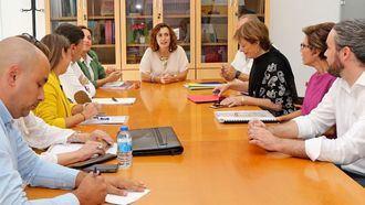 Ana Belén Álvarez se reúne con representantes de las organizaciones empresariales de la Dependencia.