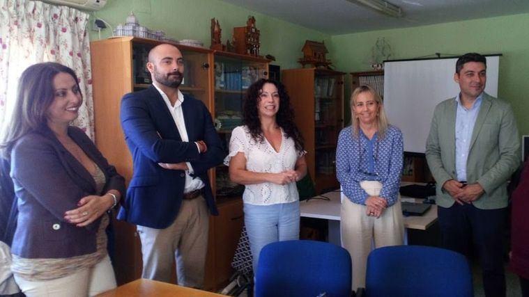 Andalucía prioriza la ayuda a domicilio o atención residencial frente a las prestaciones económicas