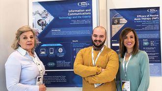La directora sanitaria de ORPEA Ibérica, Victoria Pérez, junto a dos terapeutas ocupacionales de Madrid Aravaca y Madrid Buenavista.