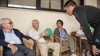 La Fundación Real Madrid amplía su colaboración con DomusVi y por primera vez realiza actividades físicas para mayores fuera de la Comunidad de Madrid.