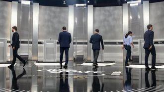 Los cinco candidatos a las elecciones del 10N se dirigen a sus atriles para el debate.