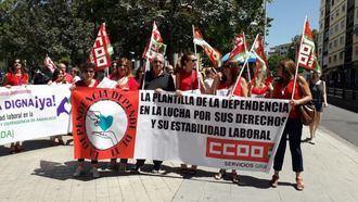 Concentración en protesta por el convenio de la dependencia.