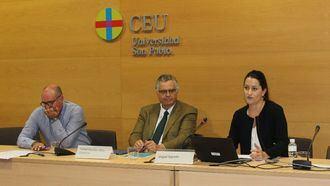 El director de Calidad de IDEA, Miguel Sagredo; el director general de IDEA, Rafael Sánchez-Ostiz; y la formadora del Proyecto Residencias con sentido, Nuria Garro