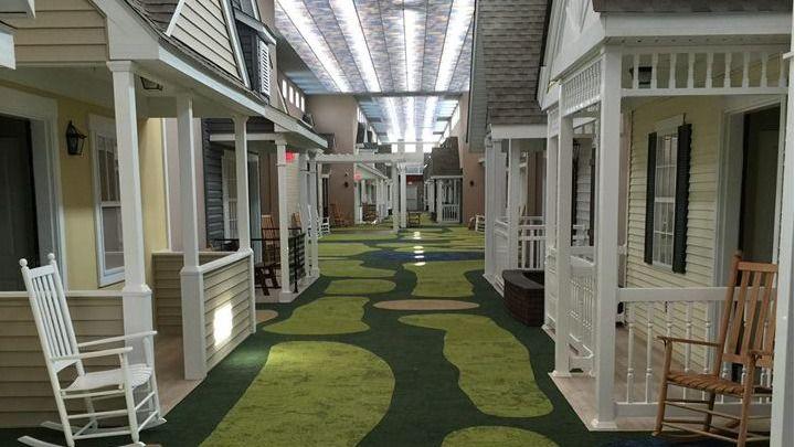 """Arquitectura y residencias: Una residencia que parece un barrio """"típico americano"""" de los años 40"""