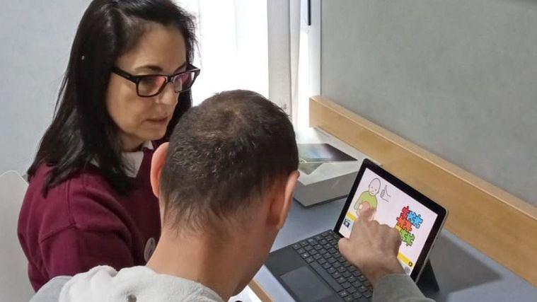 DomusVi implementa una herramienta digital para facilitar la comunicación de las personas con diversidad funcional