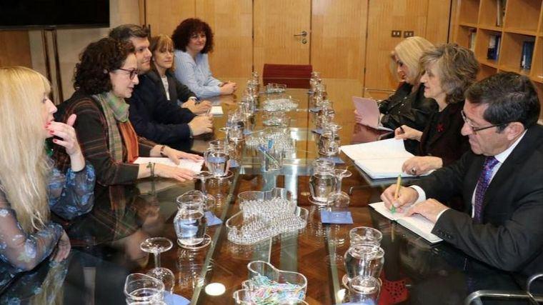 Reunión entre UGT y la ministra de Sanidad, María Luisa Carcedo.
