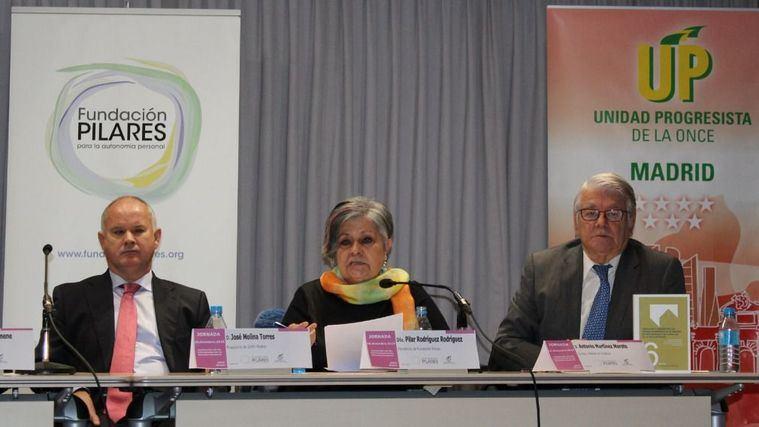 Presentación del libro sobre Derechos Humanos de la Fundación Pilares, con su presidenta Pilar Rodríguez.