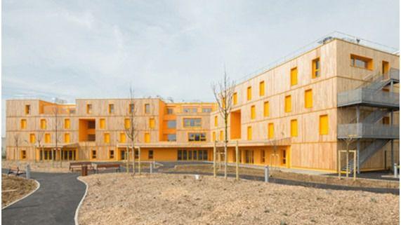 Arquitectura y Residencias: Un centro en Francia con una cubierta muy orgánica