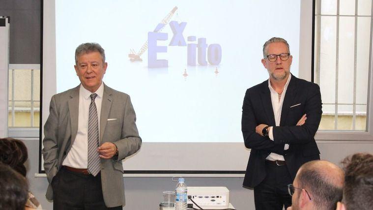 Miquel Sanz y Quim Chalé en el seminario sobre cómo tener más clientes y más satisfechos.
