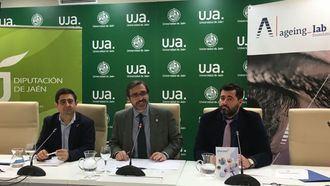 De izq a der_Francisco Reyes, presidente de la Diputación de Jaén; Juan Gómez, rector de la Universidad de Jaén (UJA); y Andrés Rodríguez, vicepresidente de la Fundación Ageing Lab.