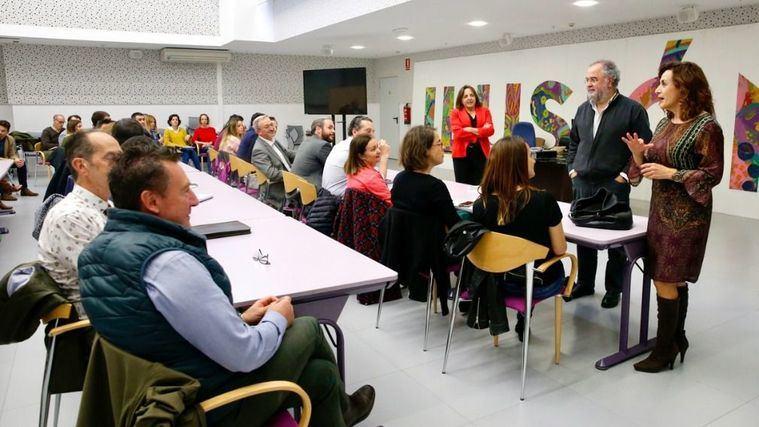 Ana Belén Álvarez interviene ante los representantes del colectivo de la Dependencia de Cantabria.