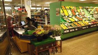 Residencia en Núremberg, Alemania, con un supermercado.