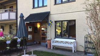 Una residencia en Suecia integrada en el barrio.