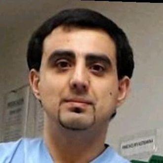 Jonathan Caro Mourin, enfermero especialista en Geriatría en la residencia municipal de Santurtzi. Profesor asociado en la Universidad del País Vasco, facultad de Medicina y Enfermería.