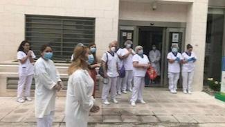 Residentes de apartamentos en Albertia Mirasierra animan a sus compañeros de la residencia