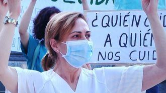 Sanitarios protestando con la mascarilla.