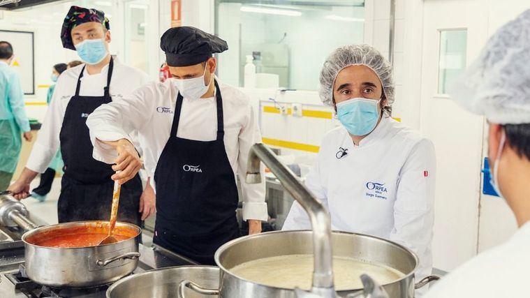 El chef con dos Estrellas Michelin, Diego Guerrero, muestra su apoyo a los cocineros de las residencias ORPEA
