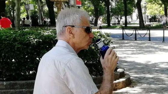 Contra el golpe de calor: líquidos, comidas ligeras y protección solar en un verano más cálido de lo habitual