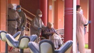 Trabajadores de una residencia de personas mayores.