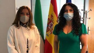 La gerente de CEDDD, Mar Ugarte, junto a la consejera de Igualdad, Políticas Sociales y Conciliación de la Junta de Andalucía, Rocío Ruiz.