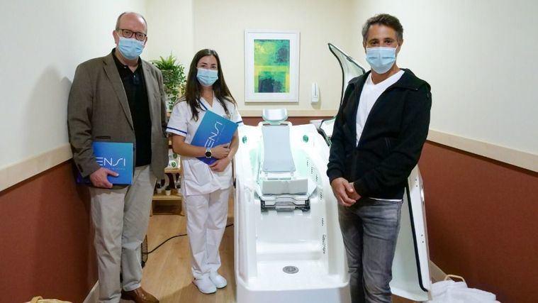Isensi y la Fundación Fluidra donan una cabina terapéutica a los residentes de DomusVi Sabadell Ciutat